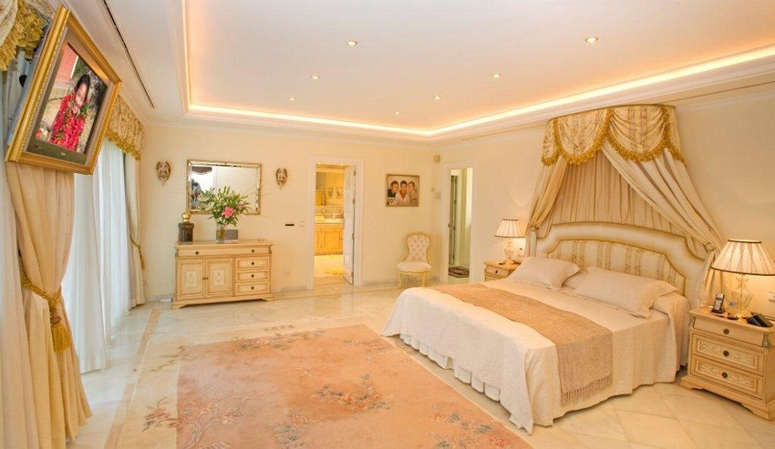 Spain 6 Bed Villa for sale in Marbella West €4,800,000
