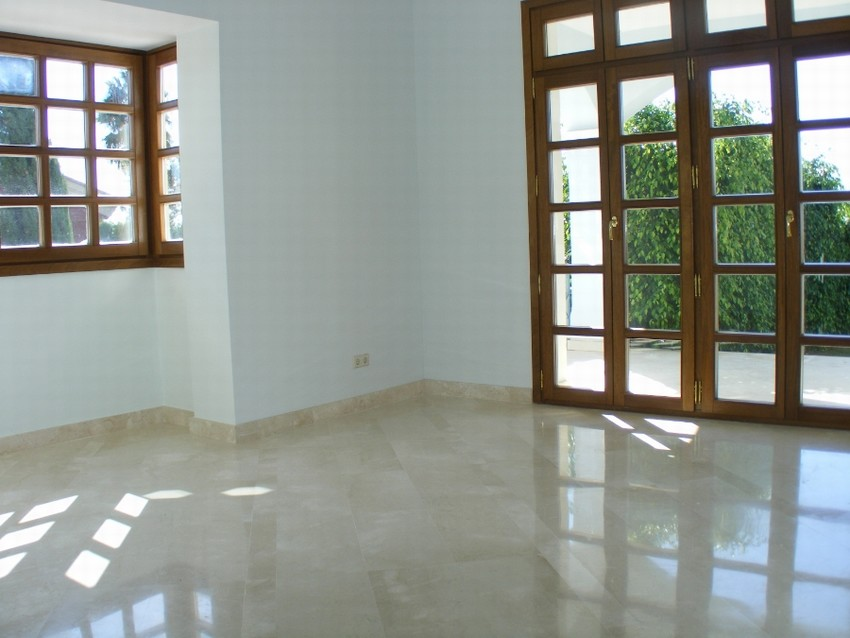 Spain 5 Bed 5 Bath Villa for sale in Marbella East €1,400,000