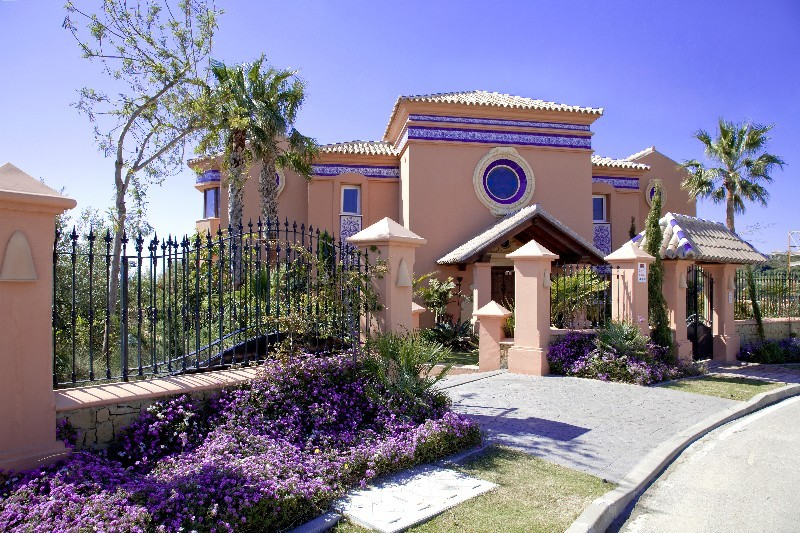Spain 5 Bed Villa for sale in La Alqueria, Benahavís €2,900,000