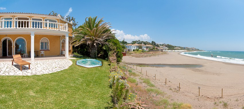 Spain Frontline 4 Bed Villa for sale in Mijas Costa, Mijas €2,870,000
