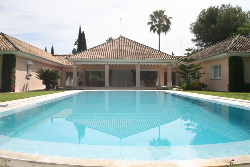 Spain 5 Bed Villa for sale in Marbella West, Marbella €2,750,000