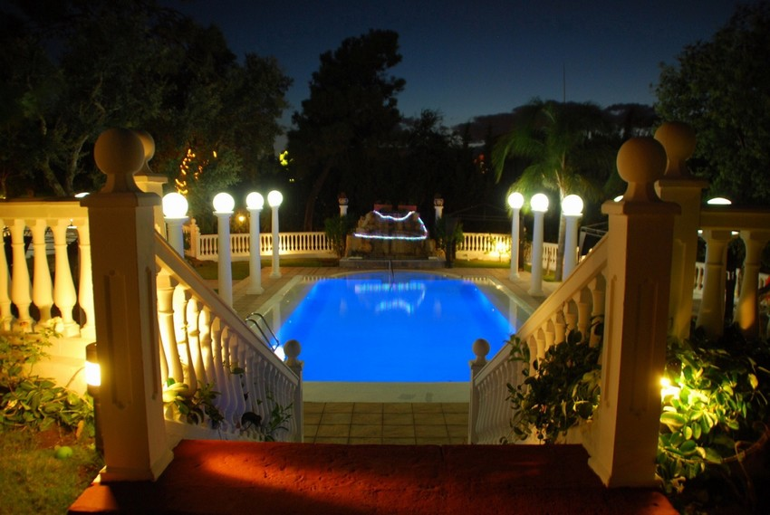 8 Bedroom Villa for sale in Marbella East €1,990,000