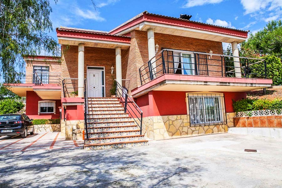 Large5 Bedroom Family villa for sale in San Cristobal Alberic Valencia €650,000